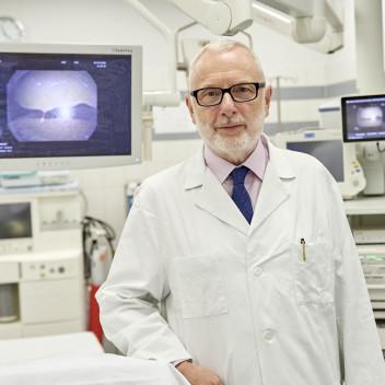 Foto von Prof. Ukena in einer Intensivstation