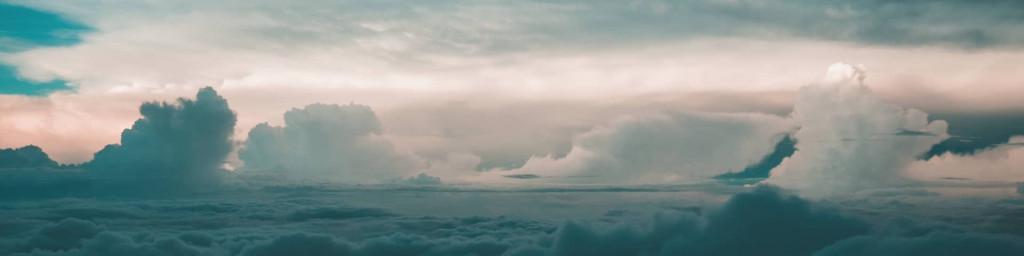 Wolkenhimmel bei Abendstimmung
